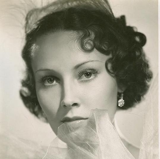 Lída Baarová měla před válkou pletky s Goebbelsem. Po válce zase musela vyvracet to, že byla gestapačkou. Odseděla si 16 měsíců.