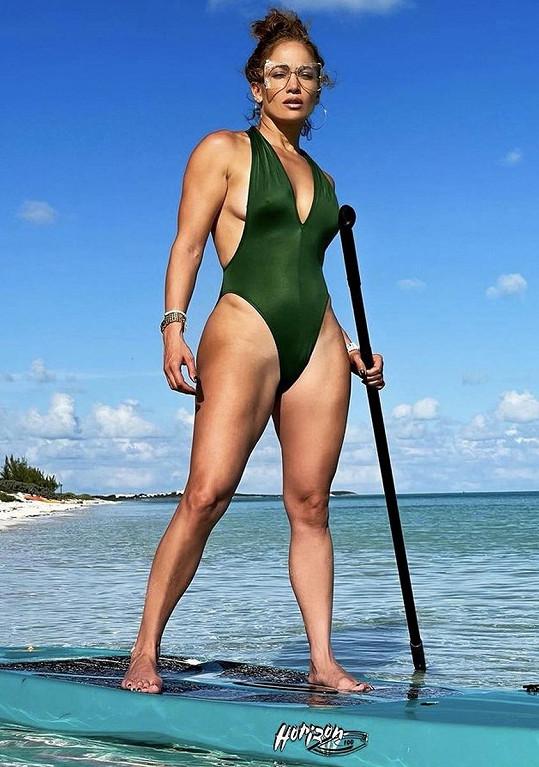 Jennifer Lopez se pořád udržuje ve formě.