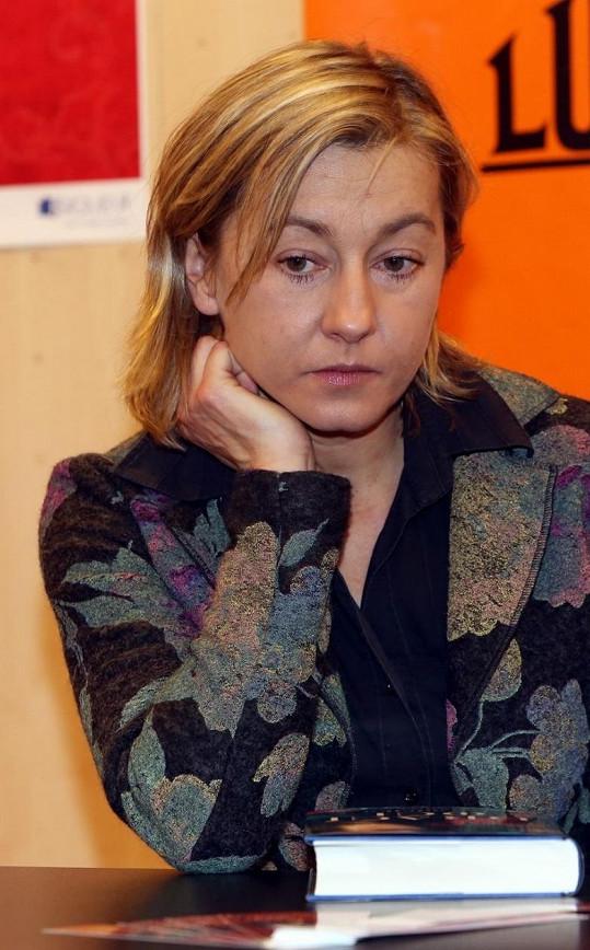 Vanda Hybnerová vypadá po rozchodu se Sašou Rašilovem hodně unaveně.