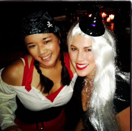 Na párty dorazila Victoria se svou kamarádkou z Japonska.