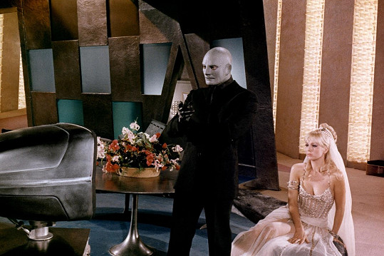 Ve filmu Fantomas se zlobí (1965)