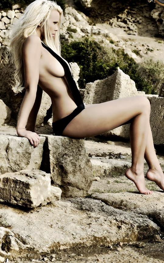 Sympatická blondýnka byla v Řecku celebritou.