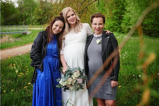 Veronika Arichteva s ještě těhotnými kamarádkami Nikol Štíbrovou a Martinou Pártlovou