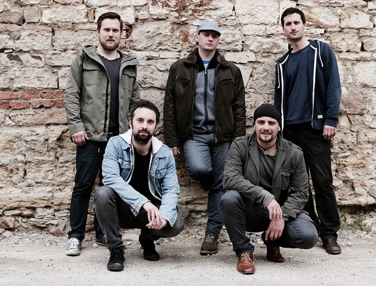 Kapela Crossband není na hudebním poli rozhodně žádným nováčkem, odehrála na 400 koncertů po celé České Republice i Slovenku.