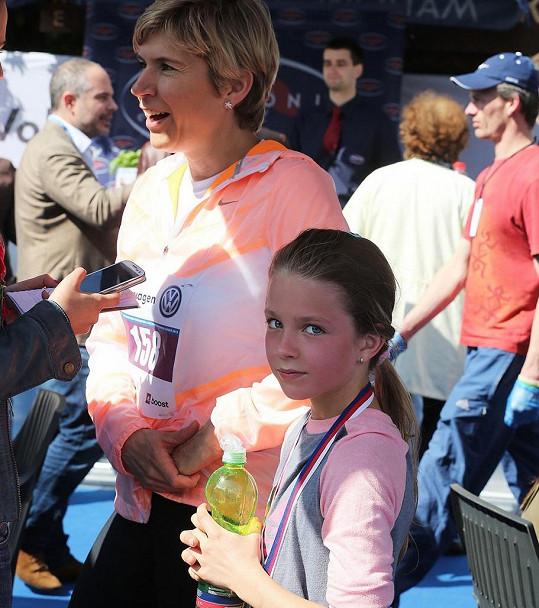 Kateřina Neumannová vede svou dceru ke sportu.