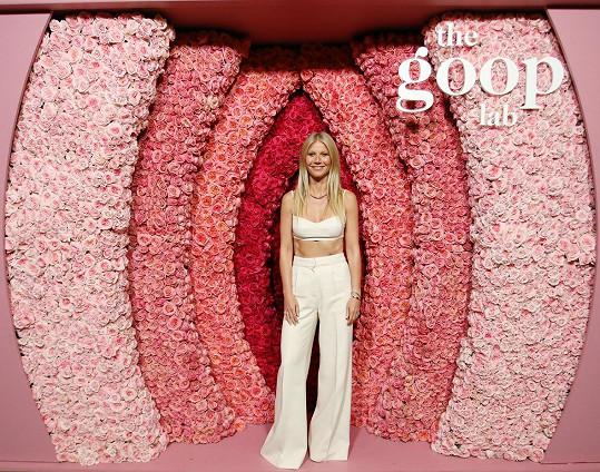 Gwyneth Paltrow zapózovala před květinovou vaginou.