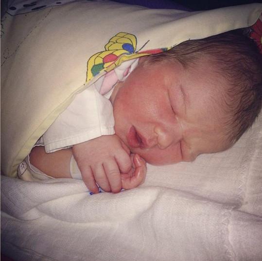 Malá Annabellka je překrásná.
