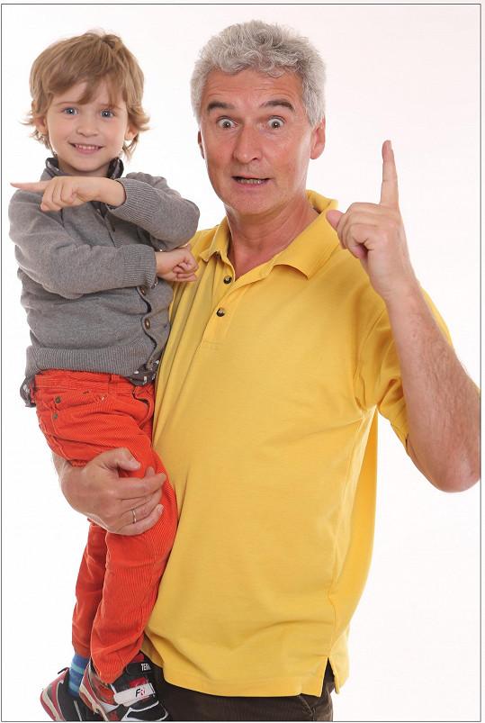Michal Nesvadba je známý zejména díky pořadu Kouzelná školka. Na snímku se synem Markem.