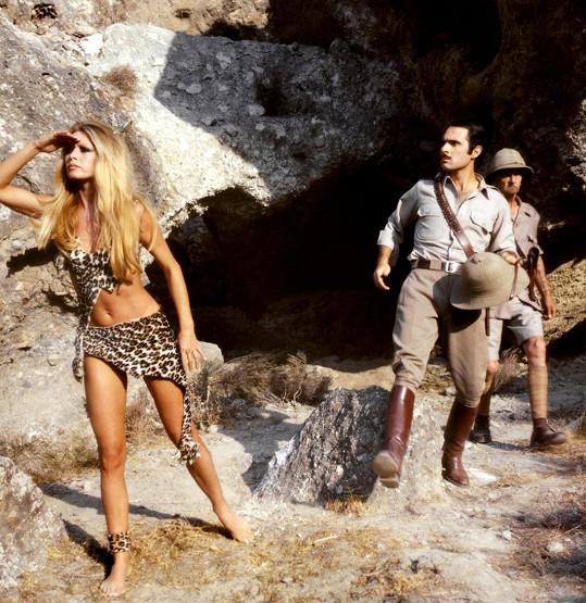 Ve filmu Rumový bulvár (1971) ukazovala sexy postavu v úsporném oblečku jeskynní ženy...