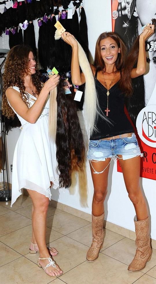 Bučková by si nejraději nechala naplést všechny vlasy, které měli v salonu na skladu.