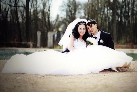 Novomanželé využili krásného areálu zámku v Liblicích k svatebním fotkám.