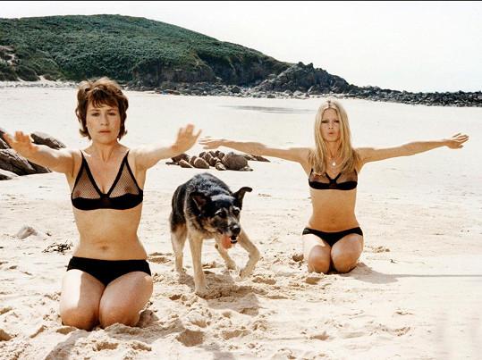 Ve filmu Novicky (1970) měly Brigitte a Annie Girardot hodně odvážné plavky