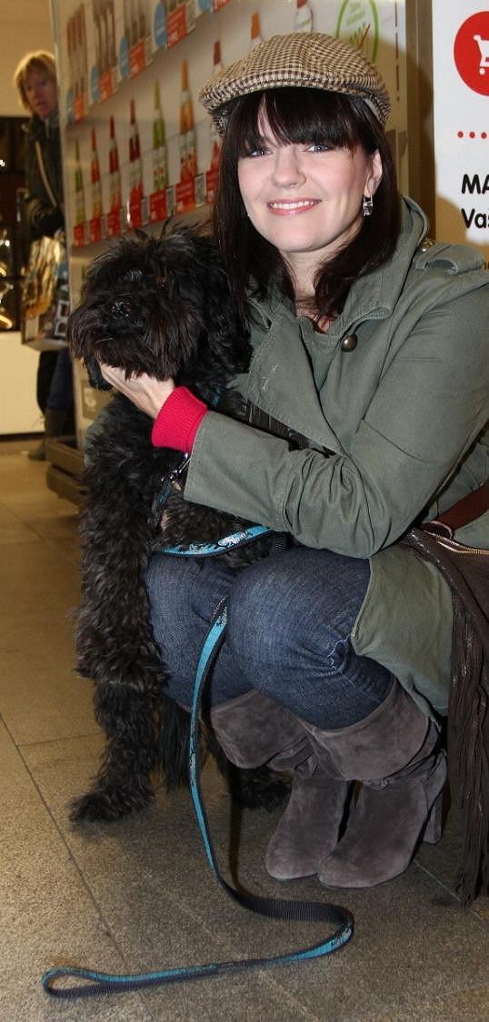 Marta se svým psem.