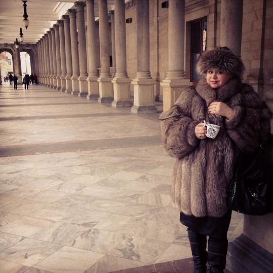 A takto vypadá Monika Štiková dnes. Už brzy se stane pyšnou babičkou.