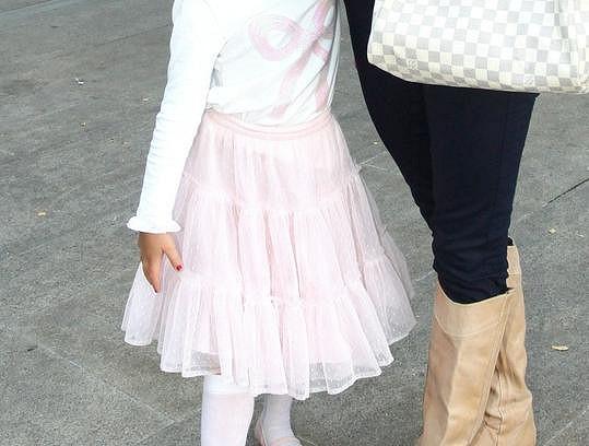 Malá Christel měla rudé nehtíky.