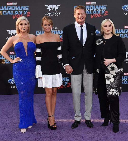 David Hasselhoff s partnerkou a dcerami na premiéře filmu Strážci galaxie Vol. 2