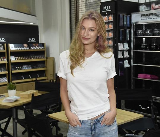 Katka fotila kampaň pro veletrh krásy.