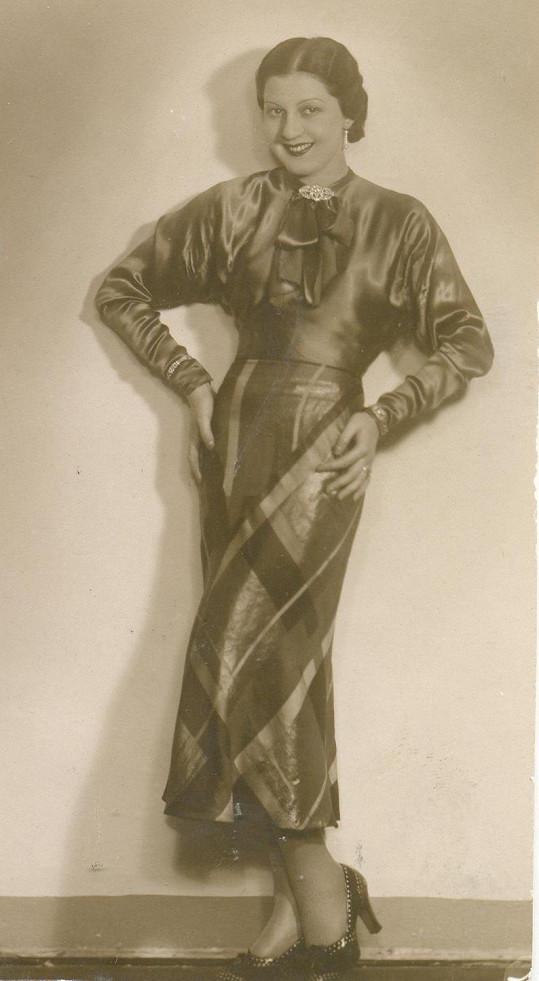Ve třicátých letech hrála v operetách a točila filmy.