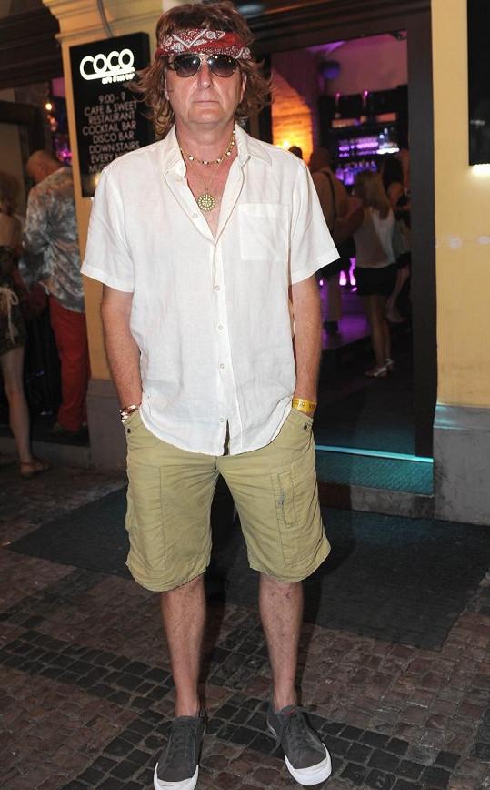 Václav Tittelbach k nepoznání vyrazil na Hippies párty.
