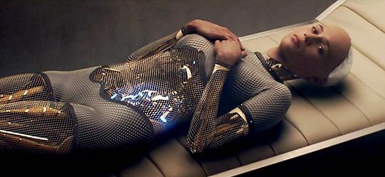 Alicia Vikander ve filmu Ex Machina