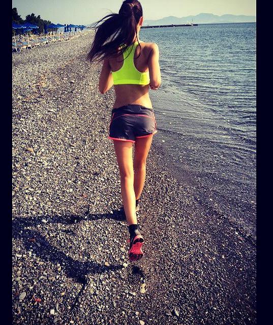 Kalorie hravě spálí, když běhá.