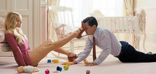 Takhle sváděla Margot Leonarda ve filmu Vlk z Wall Street.