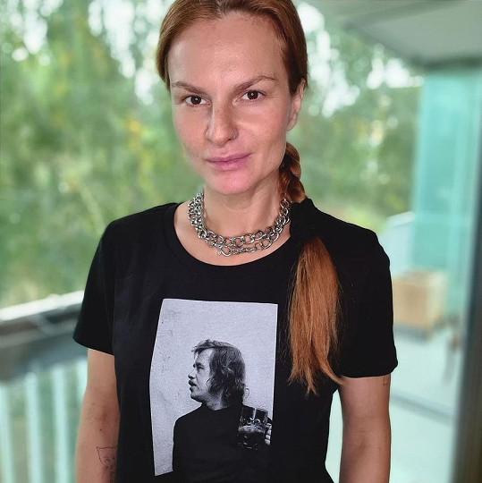 """Iva Pazderková vnímá důležitost letošních parlamentních voleb. """"Pár minut, které změní roky našich životů,"""" napsala."""
