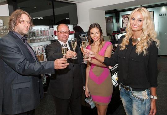 Známé Brňačky Bagárová a Fajksová otevírají prodejnu s dekorativní kosmetikou.