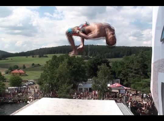 Benův skok během loňského ročníku.