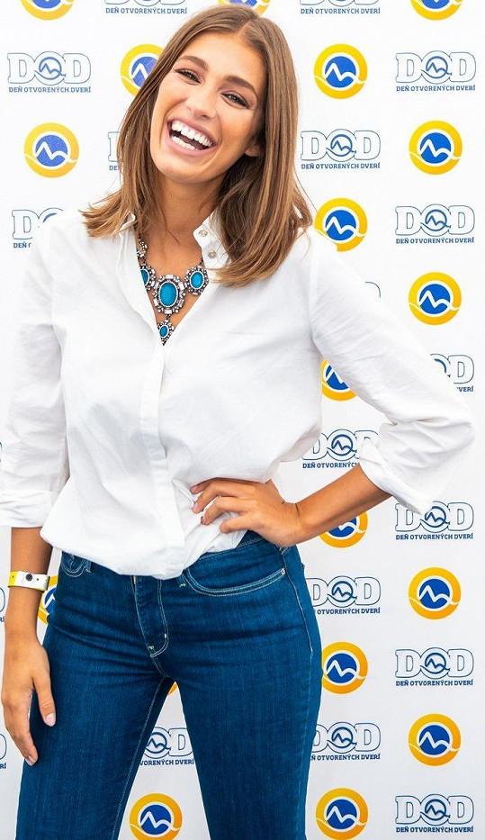Tu moderovala Jasmina Alagič, již čeští diváci znají ze Superstar.