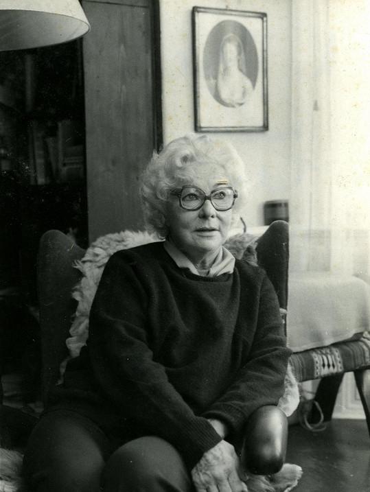 Stáří herecké legendy Vlasty Fabiánové bylo smutné. Po smrti Dany Medřické přišla o poslední představení Kočičí hra a zůstala sama.