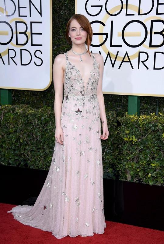 Emma nás uchvátila nejen ve filmu La La Land, ale také v růžové Haute couture róbě od Valentina.