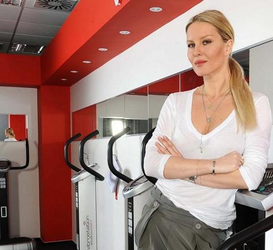 Simona na cvičícím stroji.