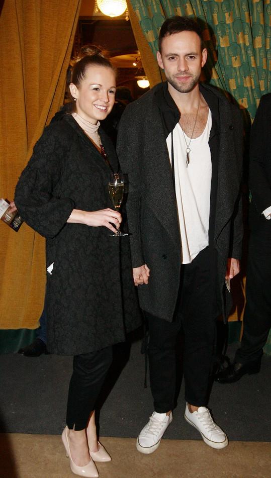 S manželkou Eliškou dorazil i zpěvák Michael Foret.