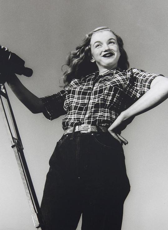 Marilyn jako fotomodelka na samém začátku své hvězdné dráhy.
