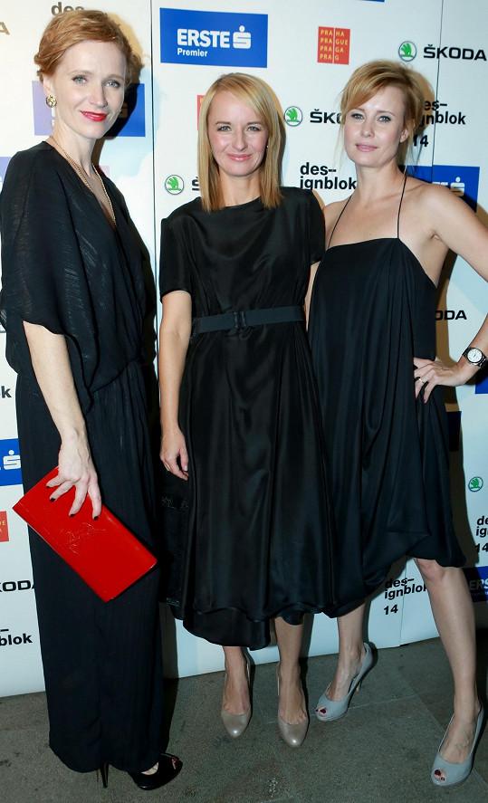 Geislerová s hereckou kolegyní Jitkou Schneiderovou a organizátorkou Designbloku Janou Zielinski