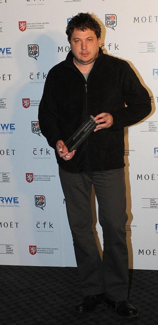 Robert Sedláček má mikiny rád. Převzal v ní i Cenu české filmové kritiky.
