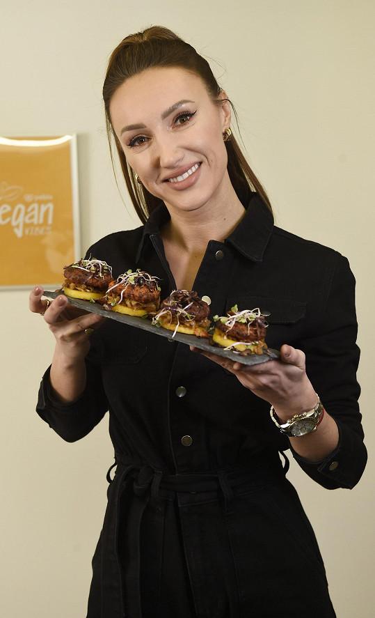 O svých cestovatelských plánech se rozpovídala u vaření bez masa.