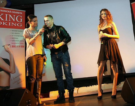 Pudová vystoupila na křtu klipu Jarka Šimka.