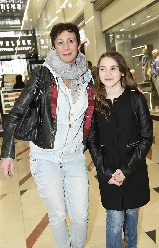 Kristýna Frejová s dcerou Ráchel dorazily na charitativní akci pro Konto Bariéry.