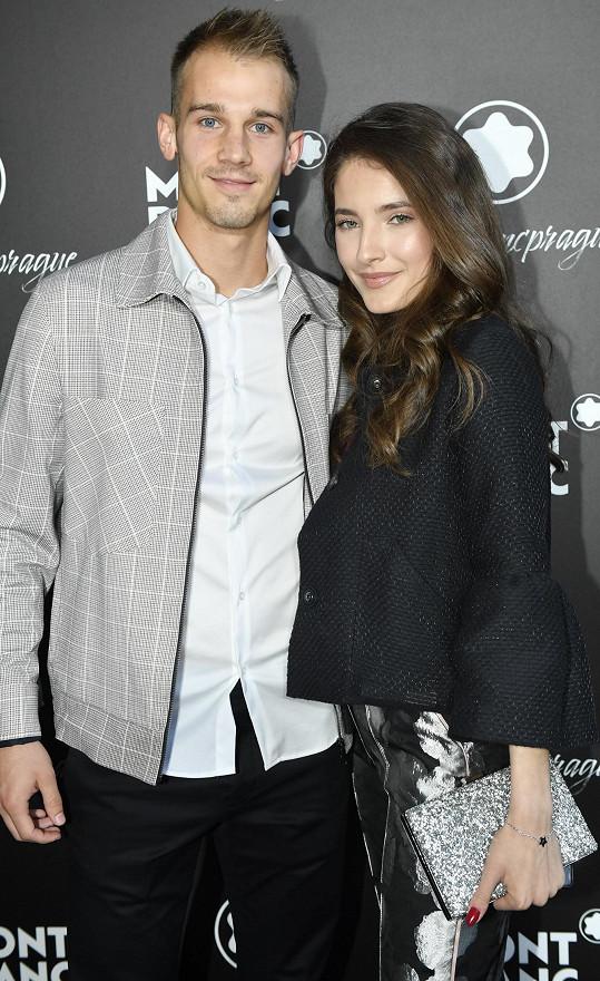 S fotbalistou Ajaxu Amsterdam vyrazila na luxusní párty.