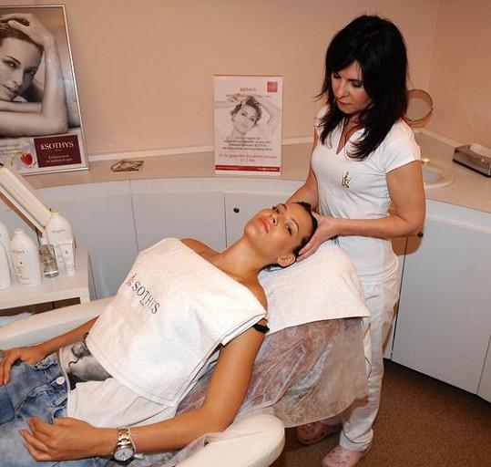Po masáži si Sokolová dopřála i kosmetické ošetření.