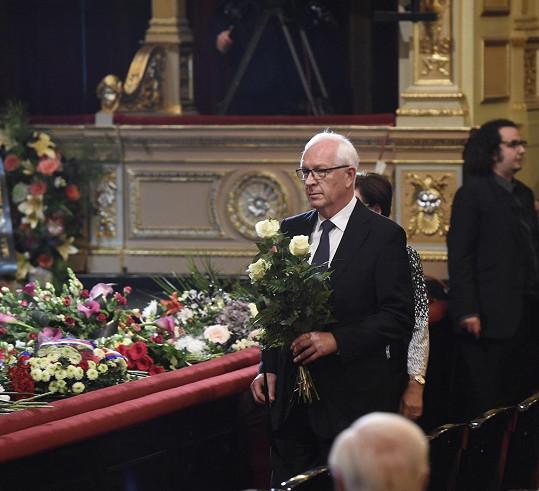 Rozloučit se přišel i politik Jiří Drahoš.