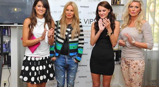Faltýnová, Krainová, Timková a Minářová se přiznaly, že se chlubí cizím peřím, resp. vlasy.