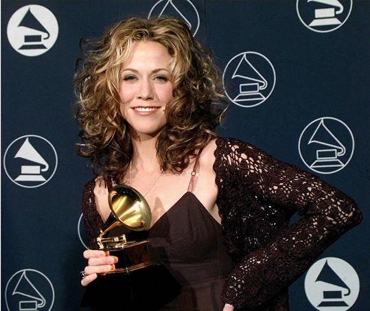 V roce 1997 uspěla na cenách Grammy.