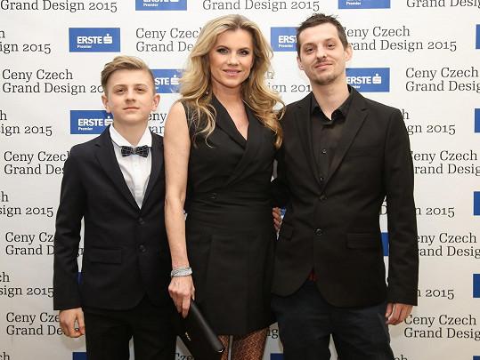 Rodinný úkol. Artur Šípek, Leona Machálková a Dalibor Šípek dorazili do Stavovského divadla převzít cenu in memoriam za Bořka Šípka.