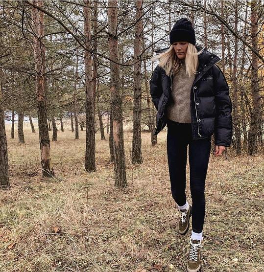 Většinu roku tráví Zuzana Stráská na horách, a podle toho vypadá i její šatník.
