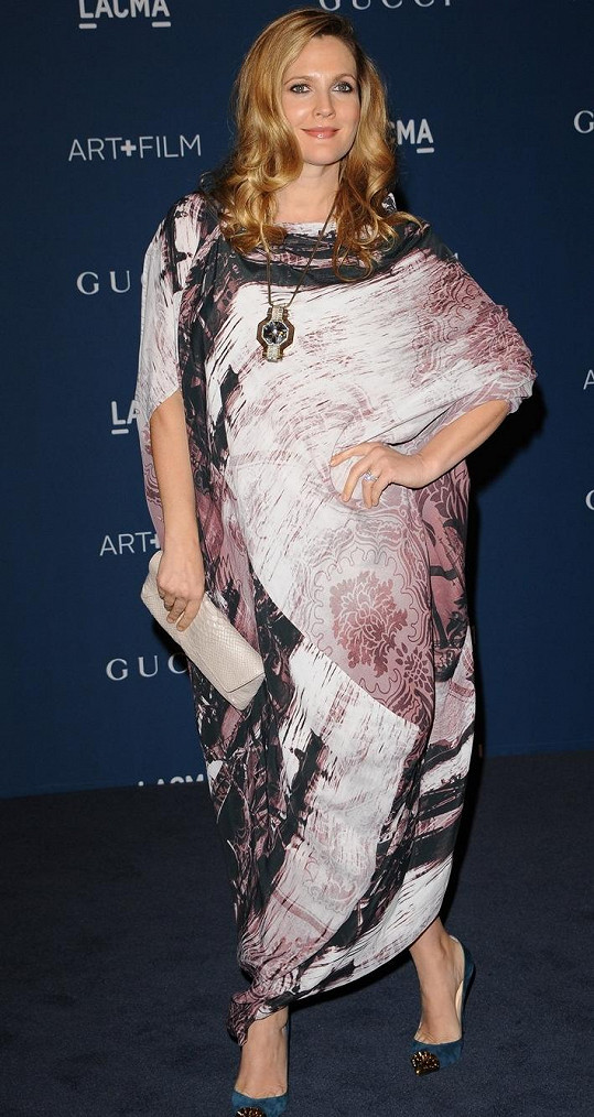 Drew Barrymore ve volných šatech