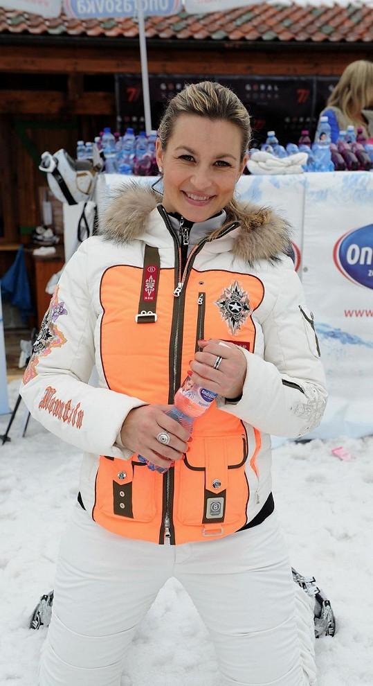 Monika lyžuje odmalička a na hory jezdí každý rok.