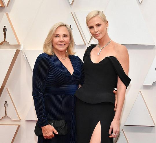 Charlize Theron s maminkou